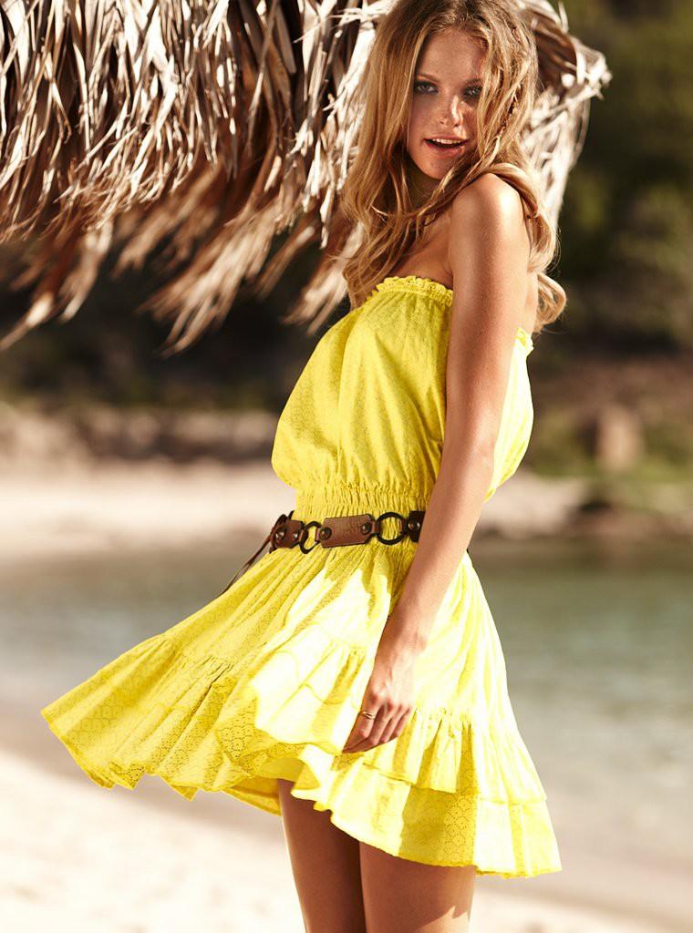 очень красивая девушка в желтом платье - 4