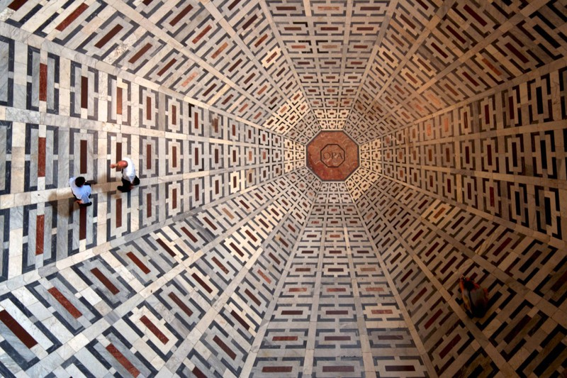 23. Совершенно обычный пол в соборе Санта-Мария-дель-Фьоре. интересное, удивительные фотографии, фото