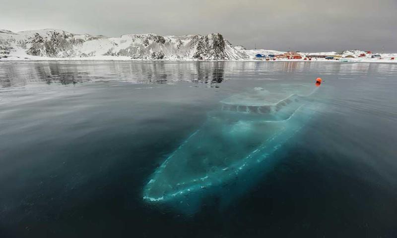 20. Затонувшая яхта в Антарктике. интересное, удивительные фотографии, фото