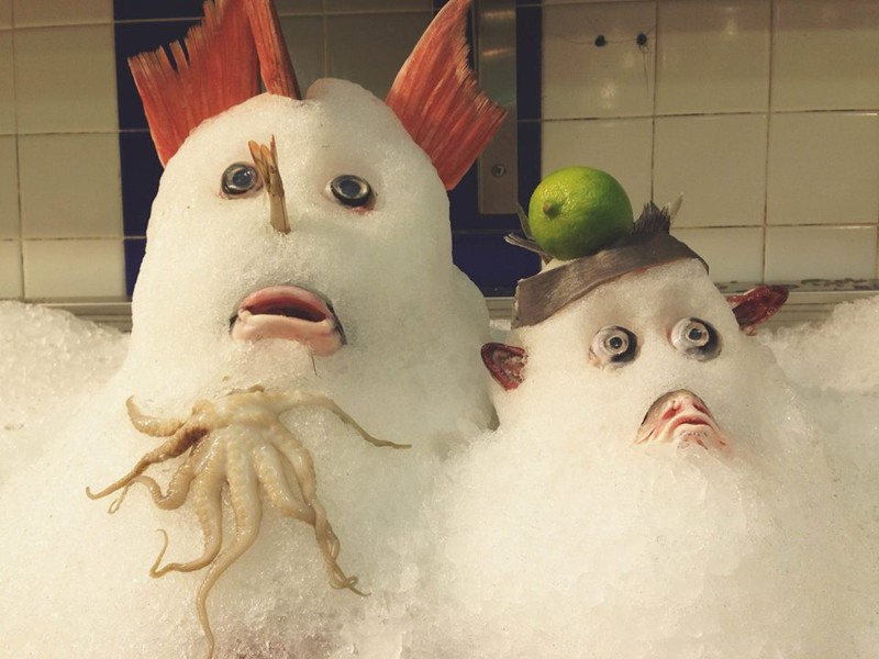 25. Когда в рыбном отделе работают креативные продавцы. интересное, удивительные фотографии, фото