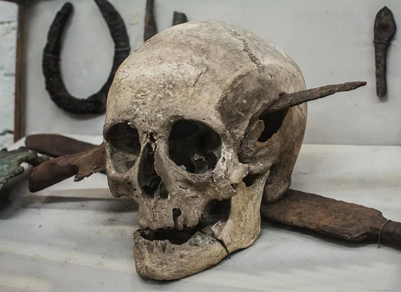 18. Череп принадлежавший римскому солдату, который погиб во время галльской войны, 52 год до н. э. история, фото