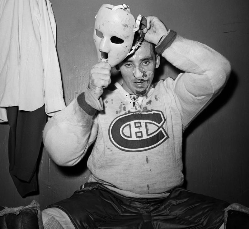 17. Первый хоккейный вратарь, надевший маску во время игры регулярного чемпионата НХЛ — Жак Плант. 1 ноября 1959 года. история, фото