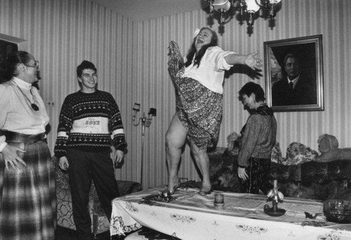 Галина Брежнева, дочь Генерального секретаря ЦК КПСС Леонида Ильича Брежнева танцует на столе знаменитости, история, редкие кадры, фото
