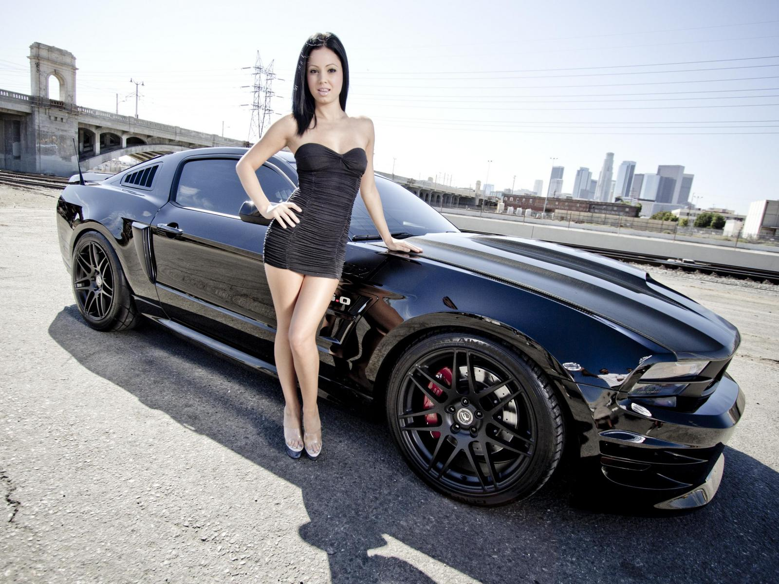 naked-cars-with-girles-girls