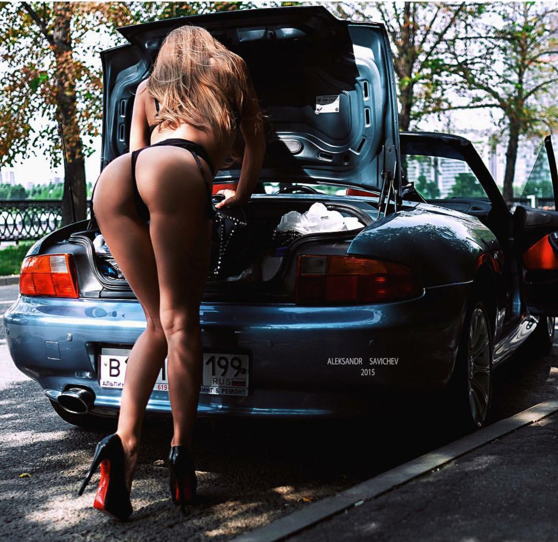 Сексапильные девушки в авто
