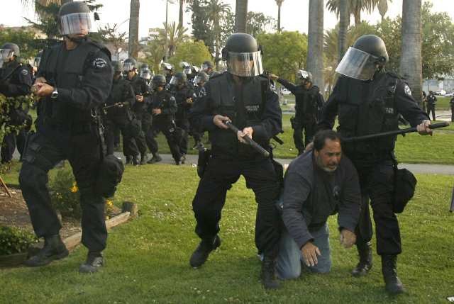 police brutality 4 essay Police brutality essayspolice abuse remains one of the most serious human rights violations in the united states over the past decade, police have acted out in ways that have made people wonder are our officers of the law really doing their job.