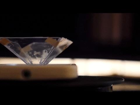 317Голограмма на смартфоне в домашних условиях