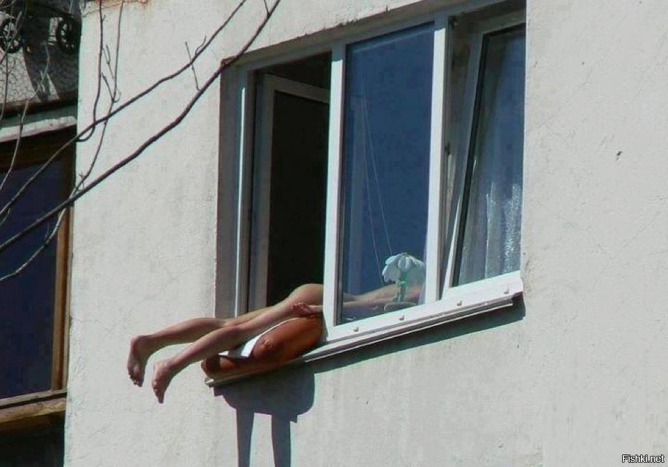 На балконе голая фото конечно