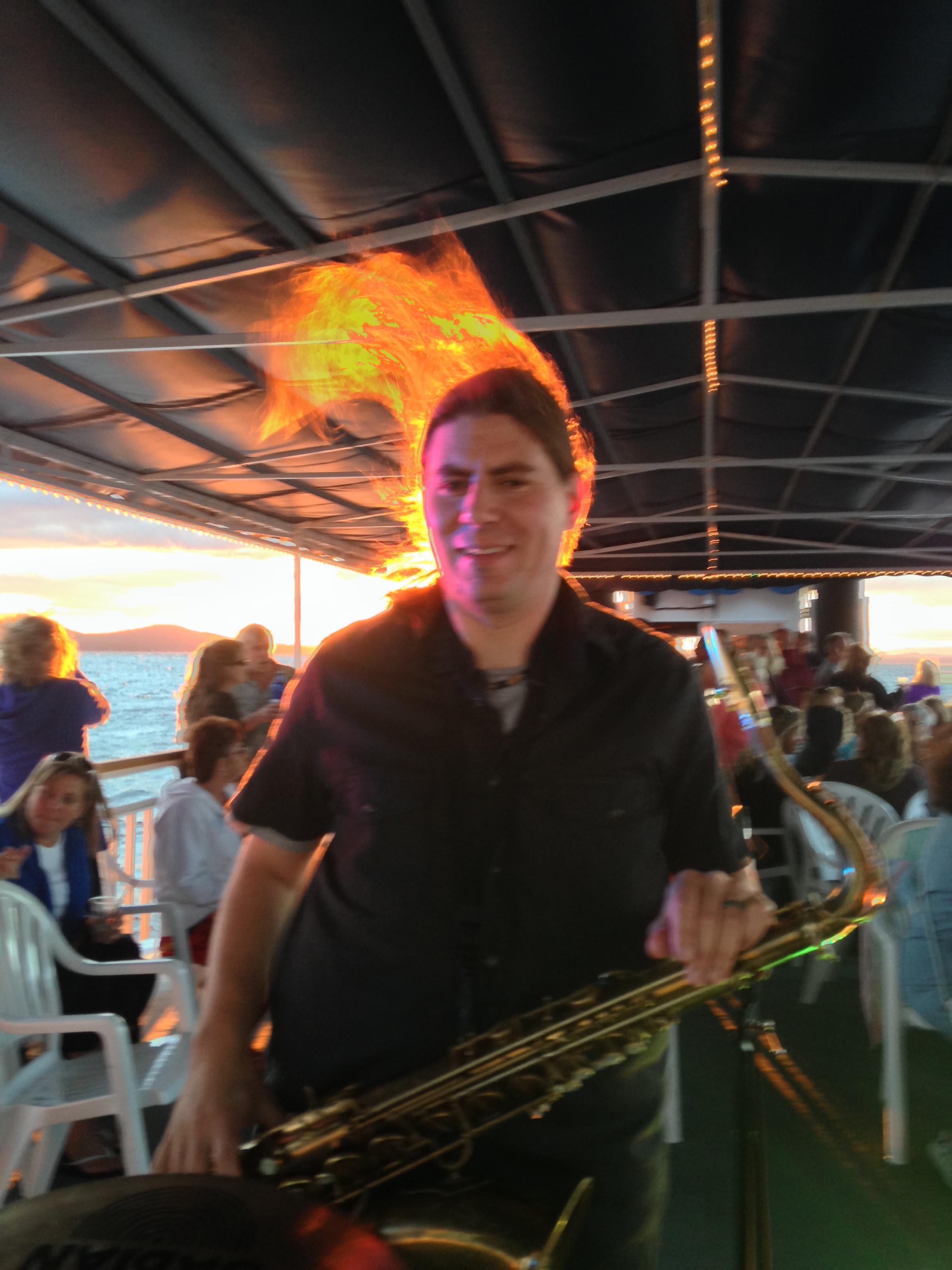 Призрачный саксофонист кадр, мгновенье, фото
