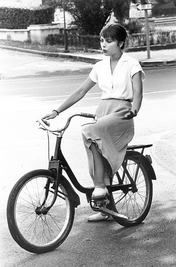 Эротика на ретро велосипеде