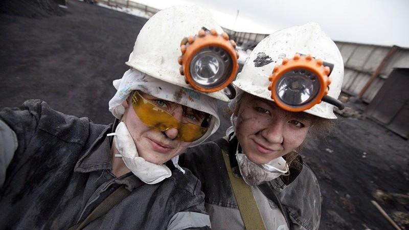Но есть такие профессии, которые так и не покорились женскому полу. Например, профессия шахтера. . женщины, красавицы, равноправие