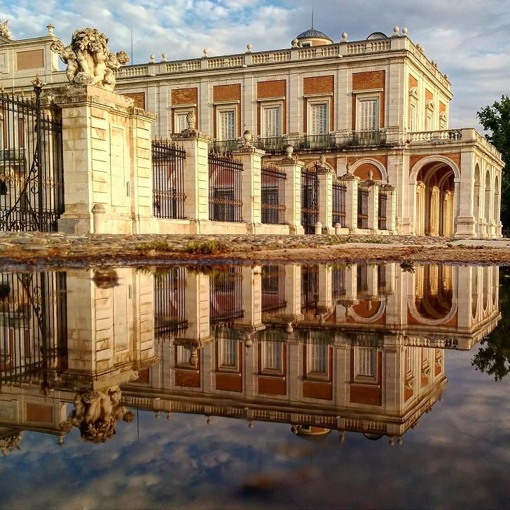 1. Королевский дворец в Аранхуэсе лужа, отражение, фото