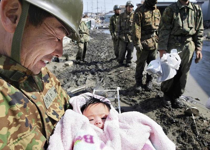 3. 4-месячная девочка выжила, пробыв 3 дня под завалами. выживание, история, человек