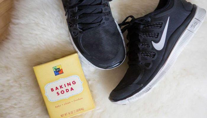 14. Чтобы нейтрализовать запах в кроссовках одежда, совет, чистка