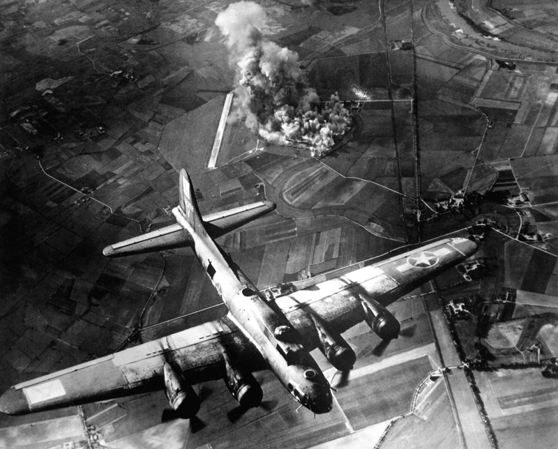 world war ii strategic bombing World war ii was a major global event that brought the world into the modern age, using weapons of war that had been developed or upgraded since the end of world war i improvements in aviation technology gave allied and.