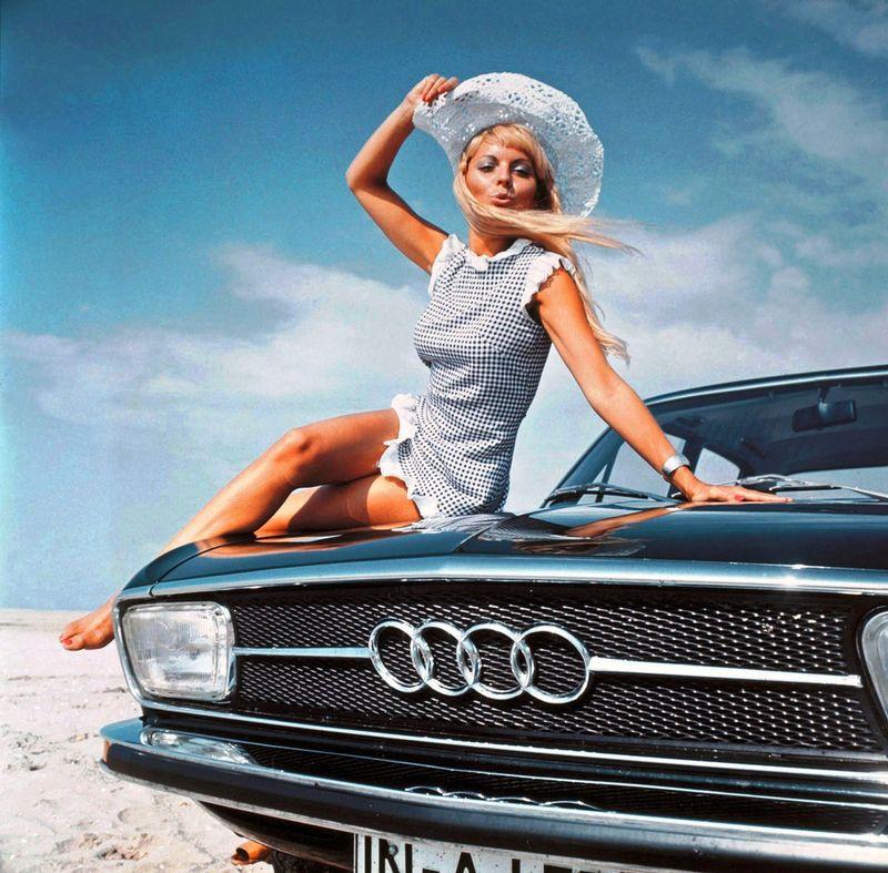 Предложила куни фотографии девушек блондинок в машине красивая любовь постели