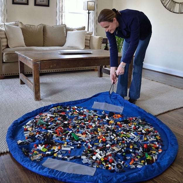 Детская комната: 26. Интересная идея: Матт-мешок для Лего, чтобы быстро прибирать детали конструктора кухня, хранения