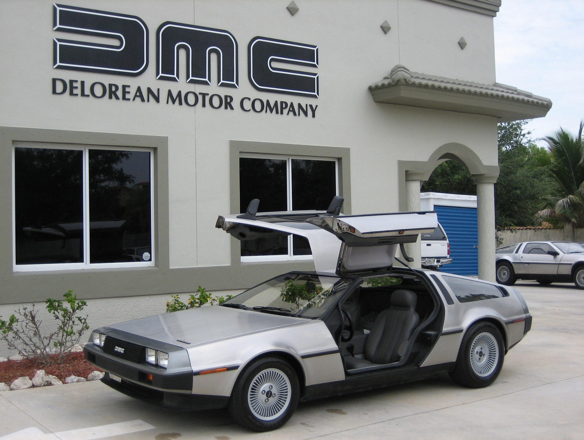 История компании DeLorean