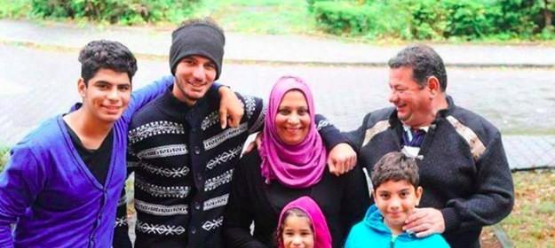 16. А вот и фотография Маджида и его семьи три недели спустя в Берлине беженцы, мир, помощь