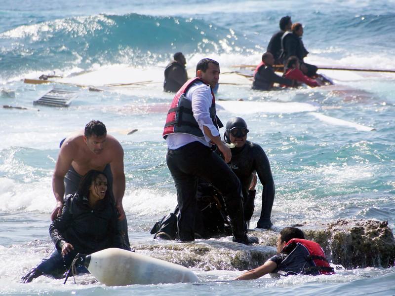 5. Антонис Делигиоргис спас жизнь 20 утопающих беженцев у побережья острова Родос, Греция беженцы, мир, помощь