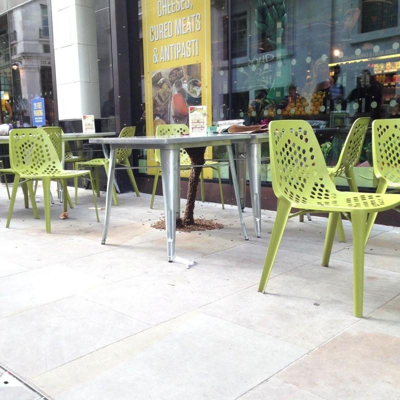 1. Этот столик в кафе снимок, страх