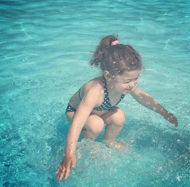 Красивую голые девушки в прыжке в воду