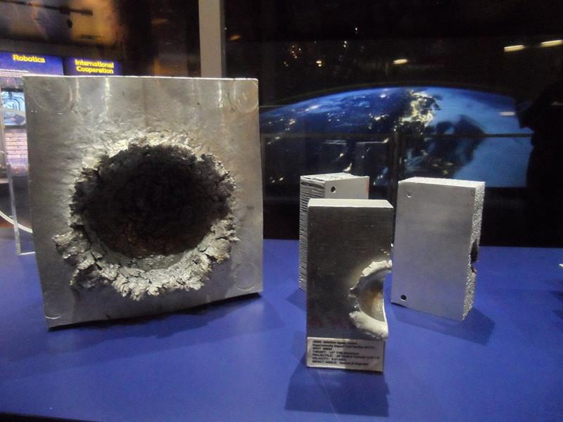 Что может натворить кусочек мусора на орбите земля, космос, метеорит, мкс, мусор, орбита