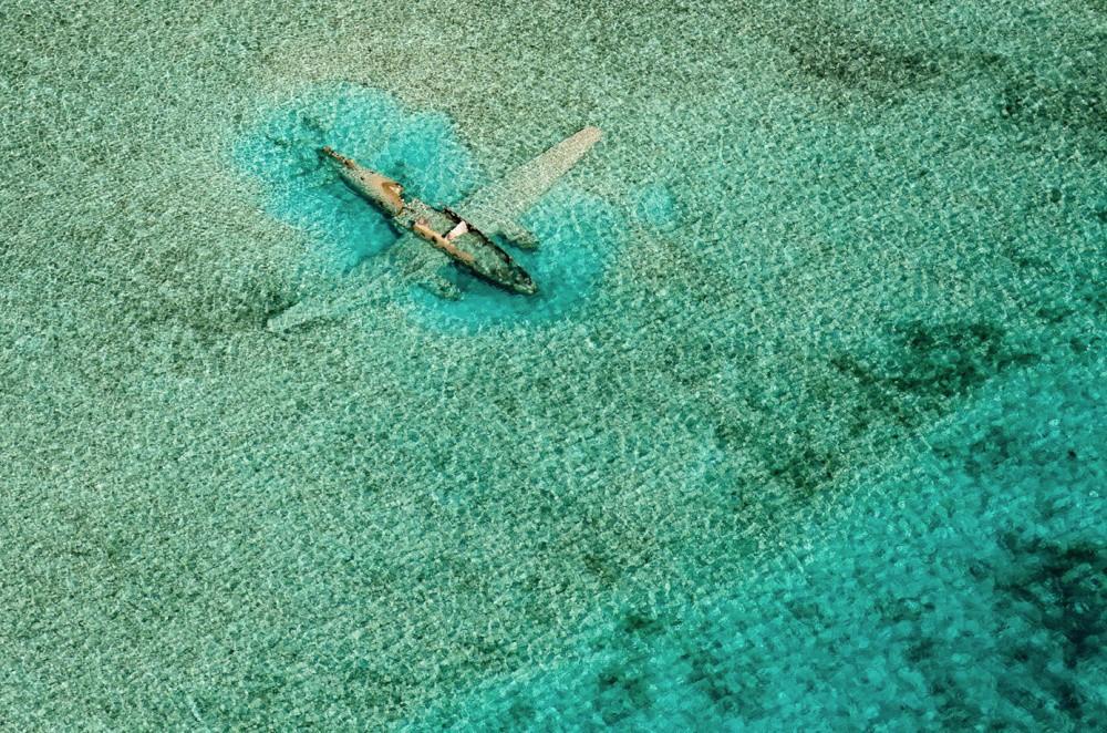 8. Затонувший в багамских водах самолет красиво, природа, факты