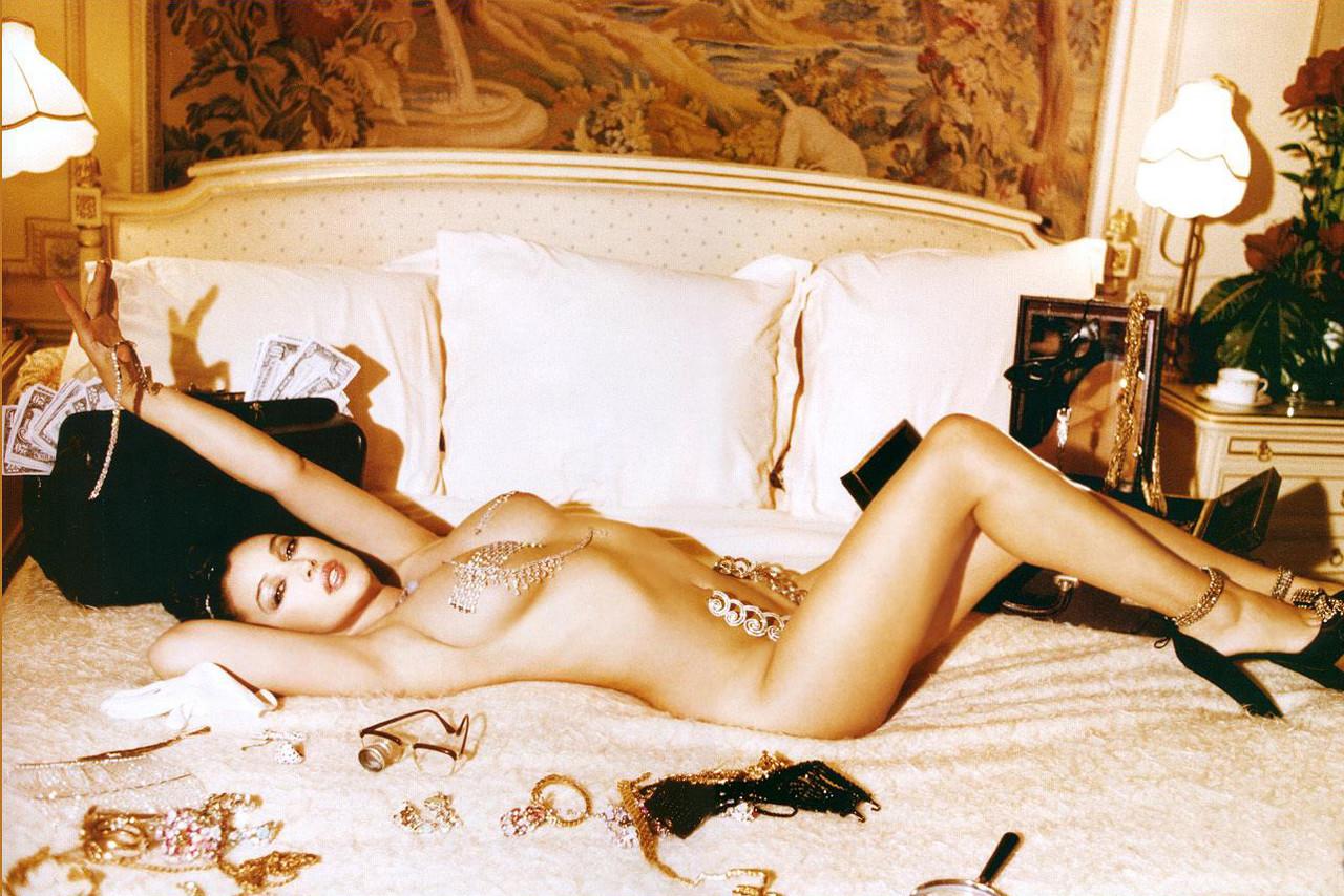 hottie-under-monica-bellucci-nude-pic-wife-rio-thumbs