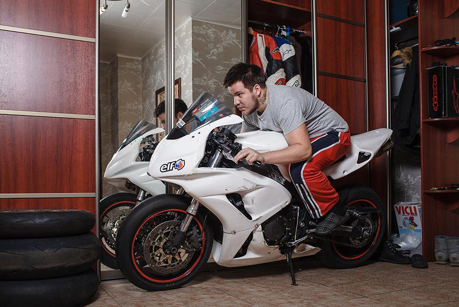 Мотоцикл в квартире фото