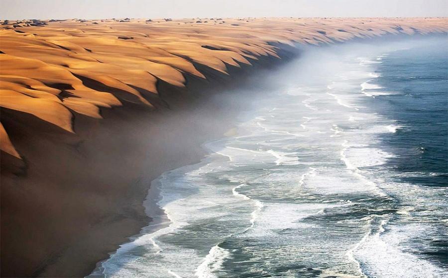 14. То самое место, где пустынная Намиб встречается с морем. без фотошопа, удивительные фотографии