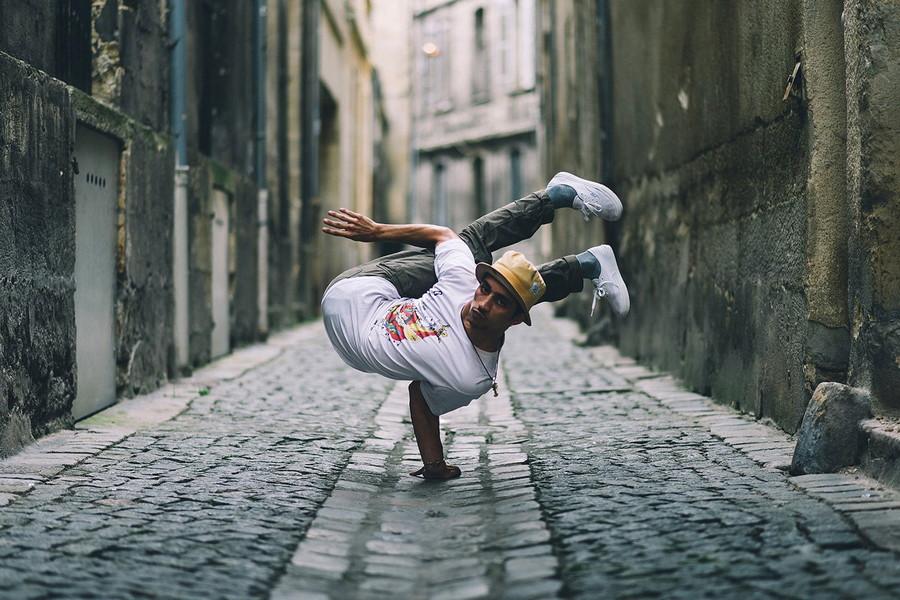 10. Танцор брейк-данса во Франции. Он не сломался, он действительно очень гибкий. без фотошопа, удивительные фотографии