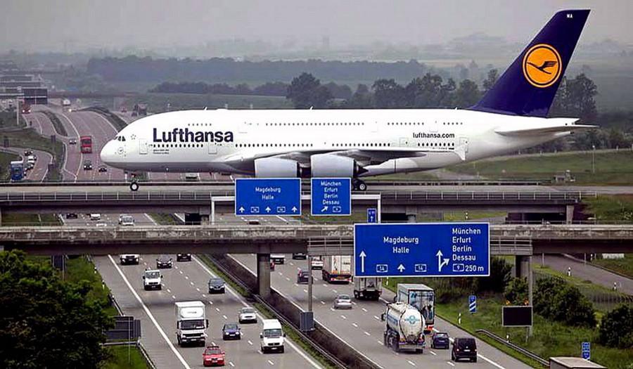 1. Это фото выглядит как кадр из фильма-катастрофы. На самом деле это обычная взлётная полоса в аэропорту Лейпцига, она проходит над автобаном. без фотошопа, удивительные фотографии