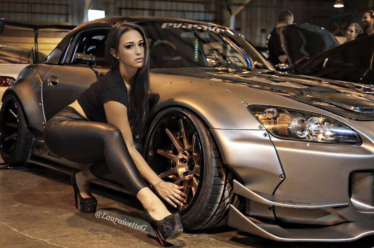 Сексуальные девушки на автомобилях