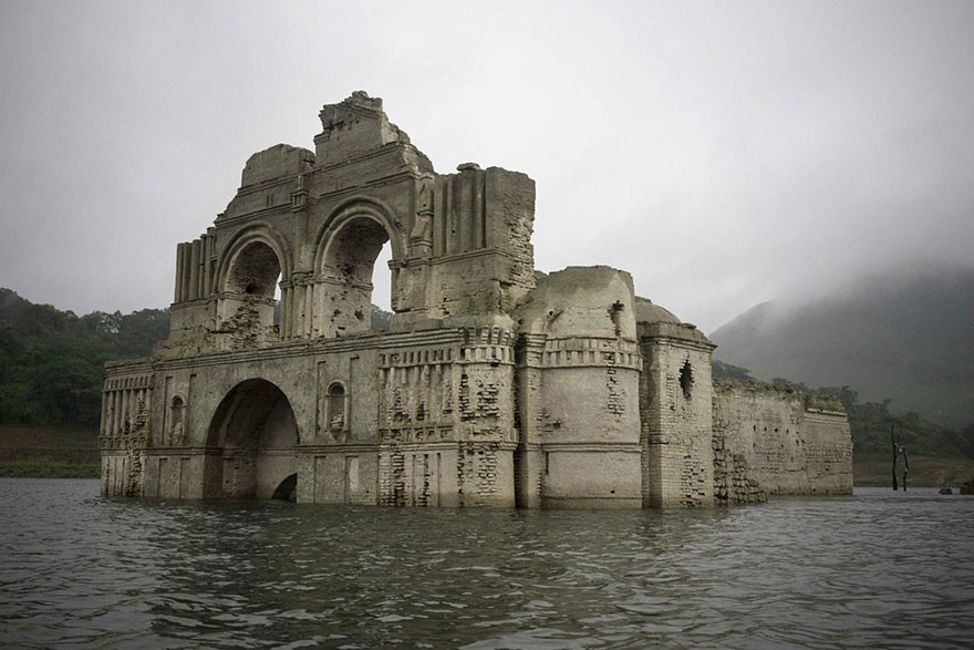 В Мексике из-под воды показалась 400-летняя колониальная церковь мексика, церковь