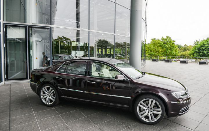 Сборка VW Phaeton и Bentley Continental Flying Spur в Дрездене