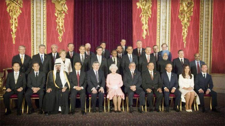 Как бы выглядели политические фотографии, если всех мужчин убрать из кадра женщины, фантазия