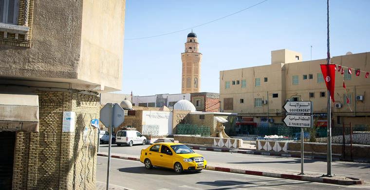 5. Толкаться в такси в мире, люди, тунис