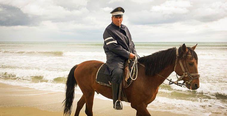 7. Фотографироваться с полицейскими в мире, люди, тунис