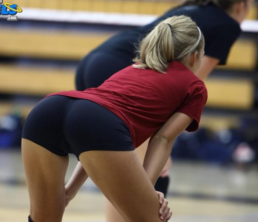 Волейбол с большими попами
