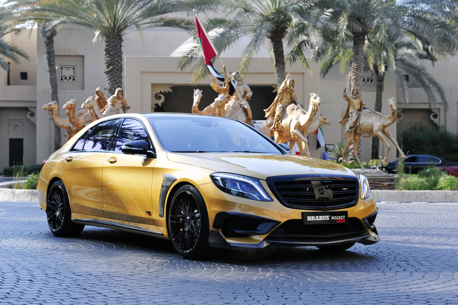 "Компания Brabus представила Mercedes S65 AMG Rocket 900 ""Desert Gold"""