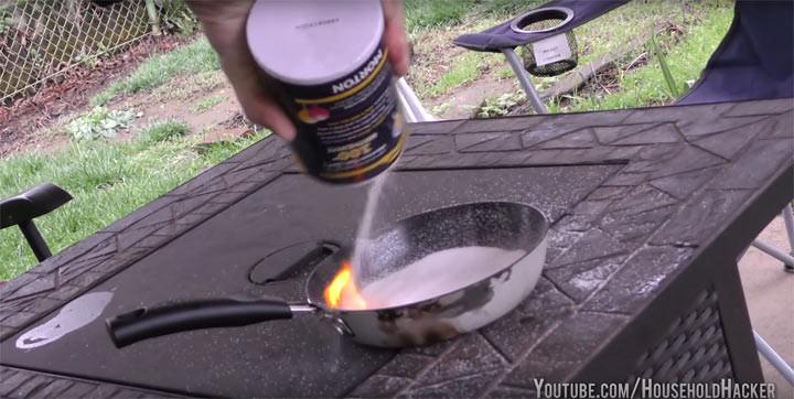 3. Если случайно загорелось масло на сковороде советы, соль, хитрости