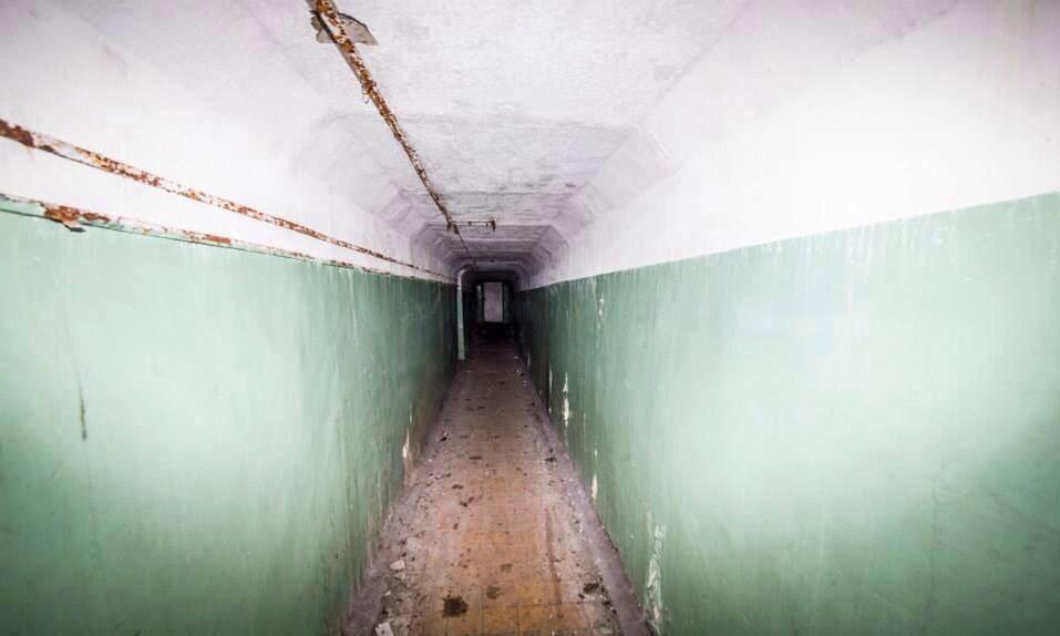 Длинный коридор ГДР, бункер, германия