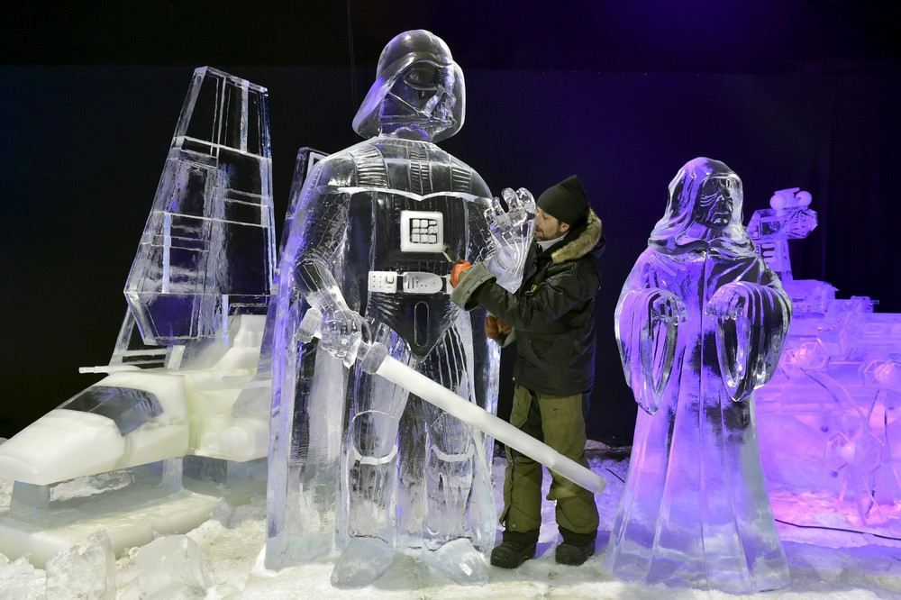 ice sculpture The harbin international ice and snow sculpture festival (chinese: 哈尔滨国际冰雪节 pinyin: hā'ěrbīn guójì bīngxuě jié) is an annual winter festival.