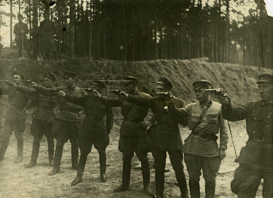 1937. На заднем плане трое с лопатами: 1937 На заднем плане трое с лопатами. СССР. интересные, история, снимки