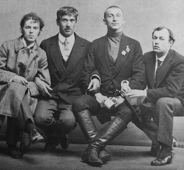 Групповое фото: Осип Мандельштам, Корней Чуковский, Бенедикт Лившиц, и Юрий Анненков, 1914 г интересно, история, фото