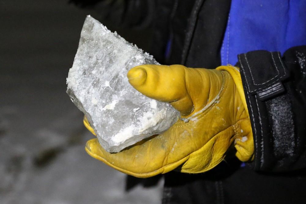 Для исследования ученые собрали образцы льда и грунта. воронка, неизвестное, сибирь, ямал