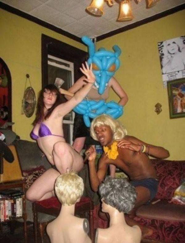 Порно оргия в баре фото