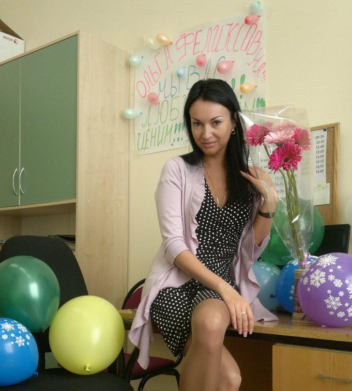 У нашей учительницы под юбкой