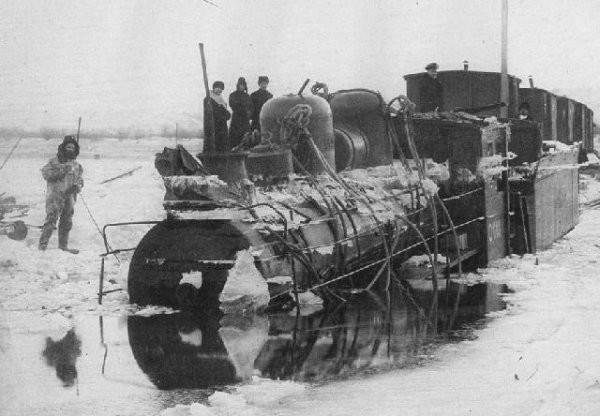 Ушедший под воду паровоз на временной ледовой переправе через Амур, 1905 год интересно, история, фото
